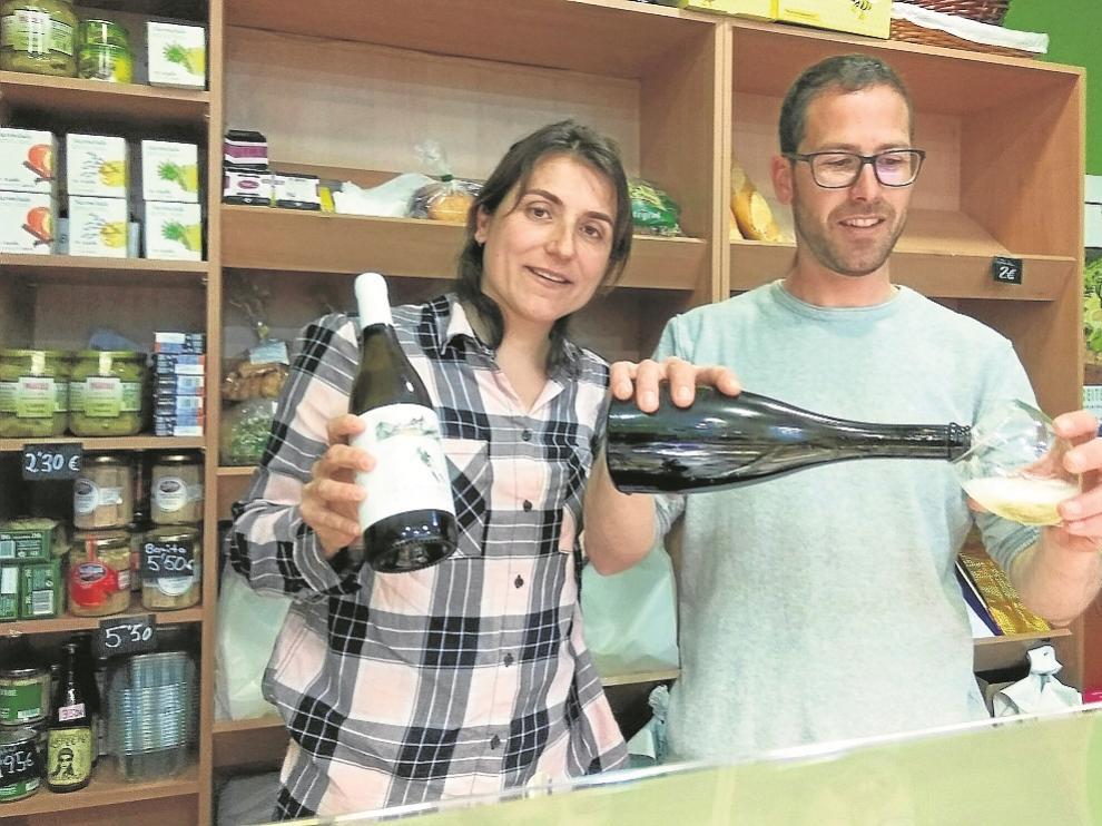 Pilar Gracia y Ernest Guasch presentaron sus vinos en la mielería zaragozana El Hortal.