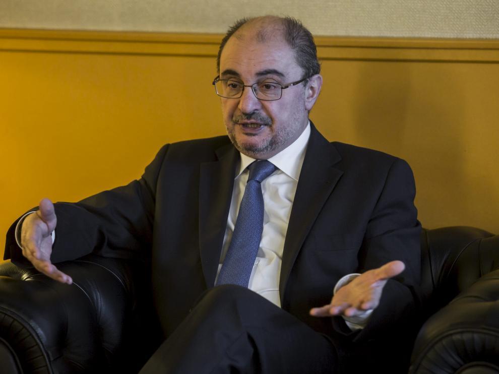 En declaraciones a Radio Zaragoza-Cadena Ser ha indicado que es preciso llegar a un gran pacto de Estado de las fuerzas constitucionalistas.