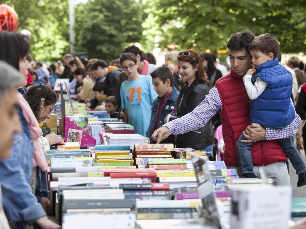 Imagen de la Feria del Libro en el Día de Aragón de 2017 en Zaragoza
