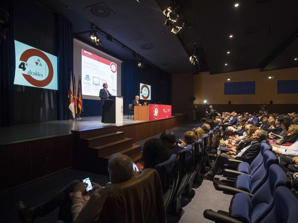 El foro de alcaldes ha reunido a más de 350 personas en la residencia Pignatelli.