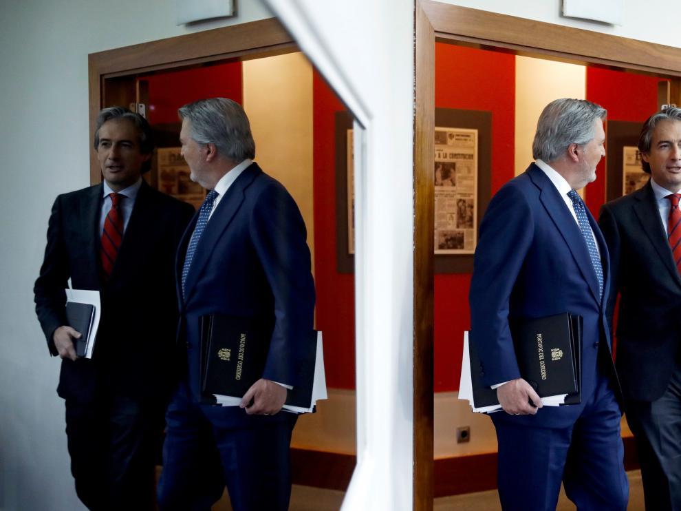 Méndez de Vigo y De la Serna, este viernes durante la rueda de prensa del Consejo de Ministros.