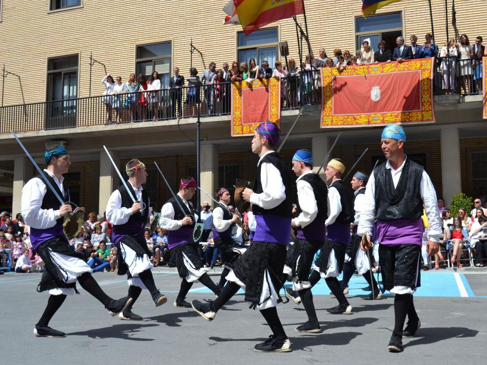 Numeroso público ha presenciado el dance en Tauste.