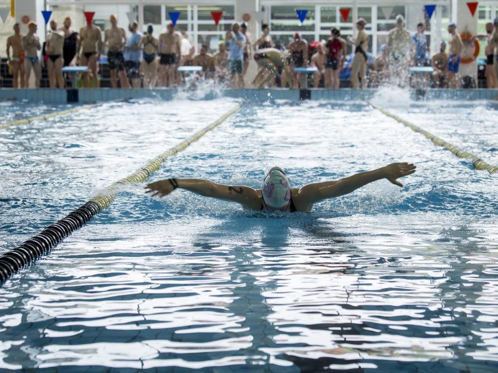 Una nadadora en acción, este sábado en el CDM Alberto Maestro de Zaragoza