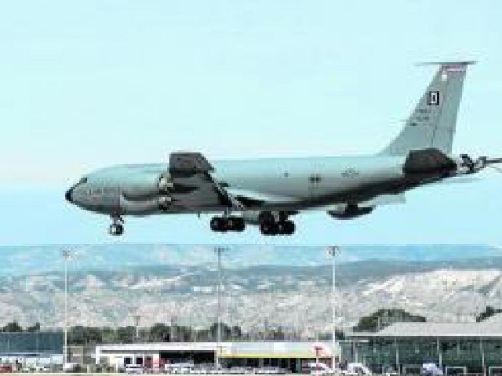 El avión cisterna KC-135 Stratotanker aterrizó el 28 de marzo en la base de Zaragoza.