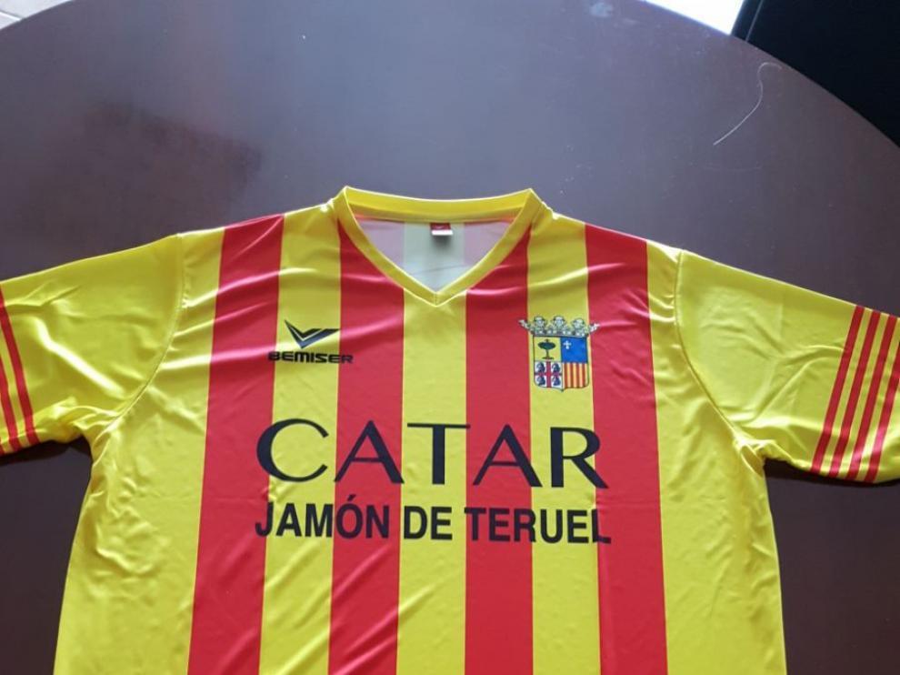 La polémica camiseta de la empresa de embutidos 'La Manolica'.