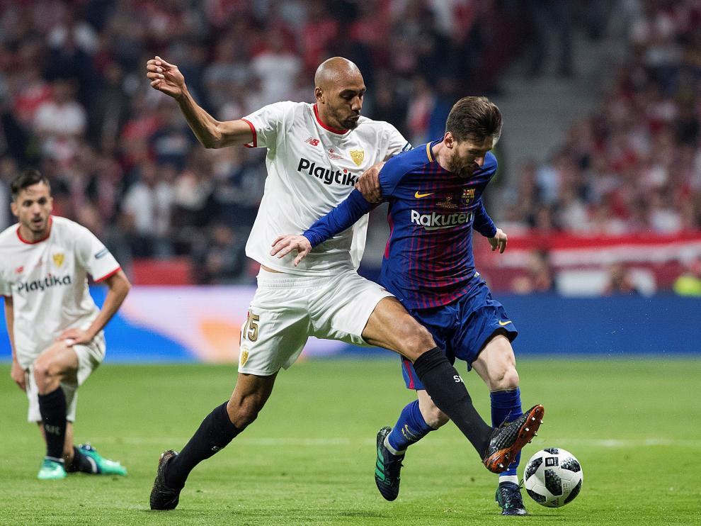 Nzonzi pugna con Messi en el Sevilla-Barcelona de la Copa del Rey.