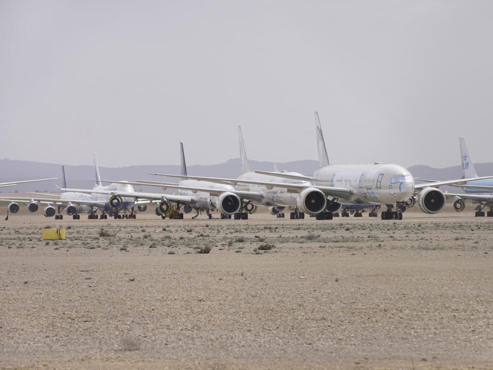 Campa de estacionamiento de aviones de Tarmac en el aeropuerto.