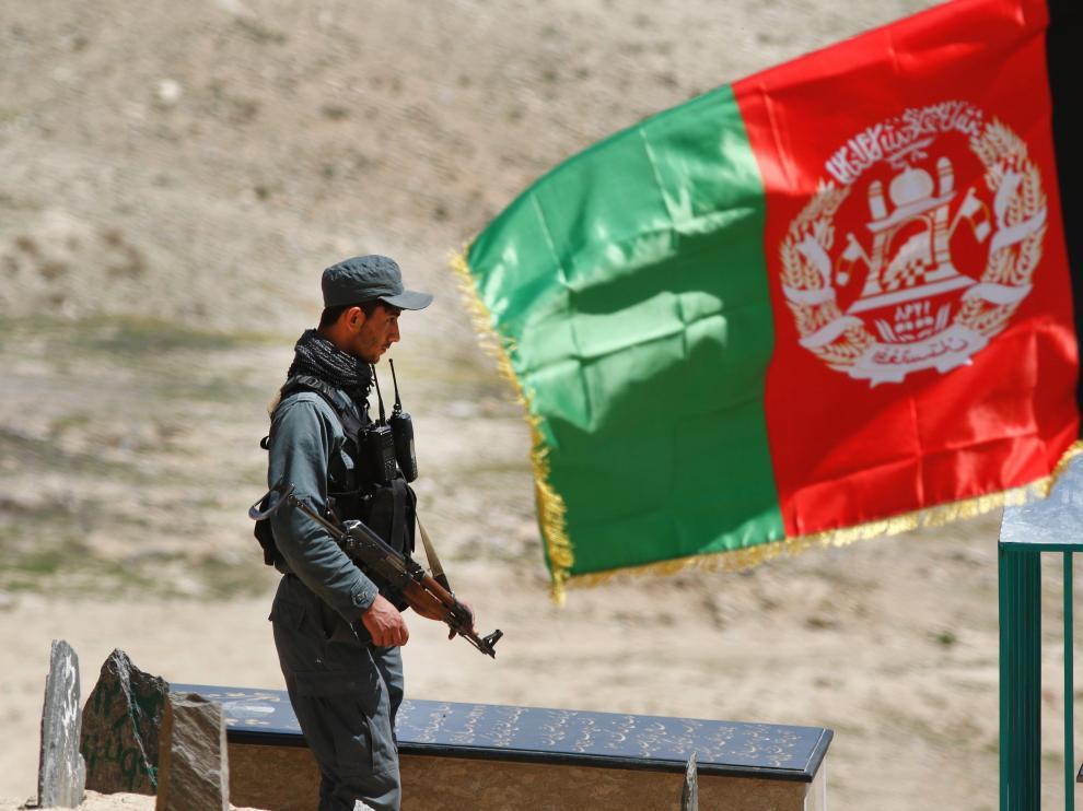 Mueren nueve soldados que protegían un centro de votantes en Afganistán.