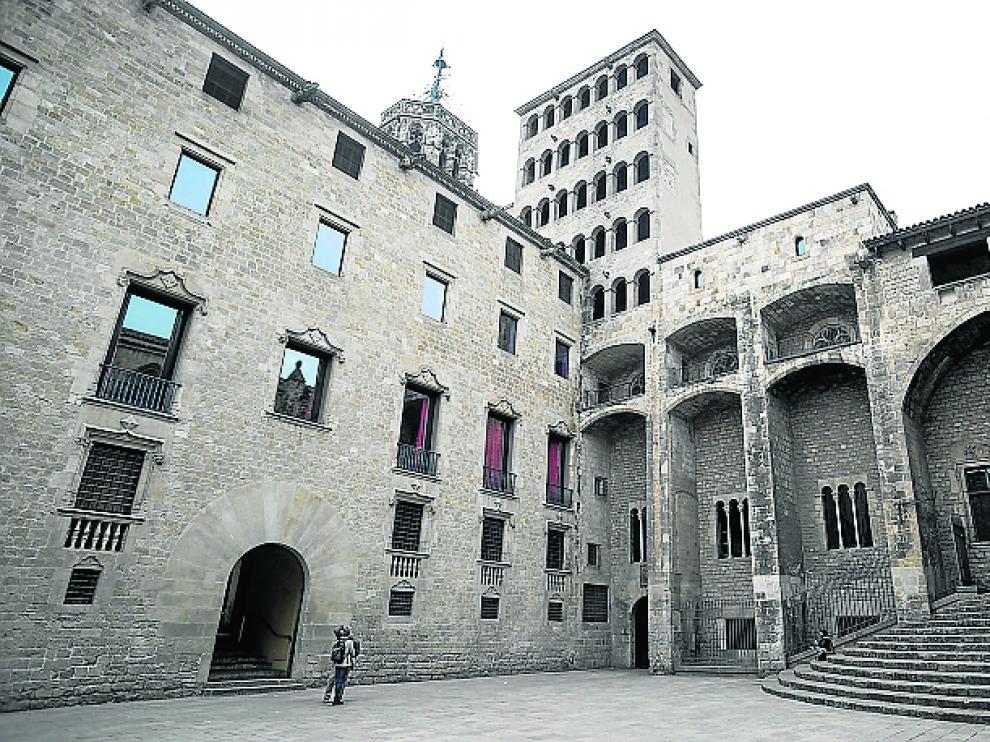 Fachada de la sede histórica del archivo, en la plaza del Rey.