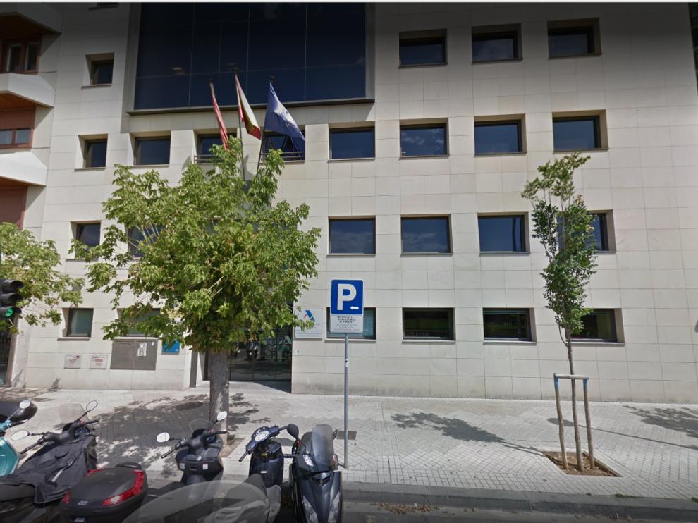 Una explosión causa daños en la Agencia Tributaria dePamplona, sin heridos