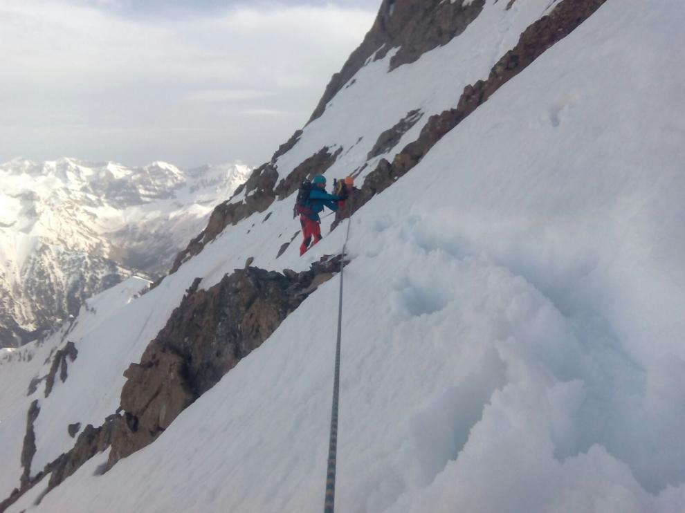 Pendiente nevada del pico Argualas en la que han sido rescatados este lunes dos montañeros