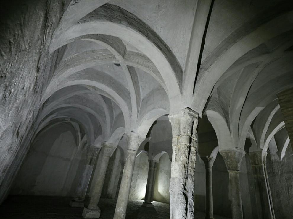 Una imagen del interior de los baños judíos de Zaragoza, ubicado en el sótano de un bloque de pisos de la calle del Coso 126-132.