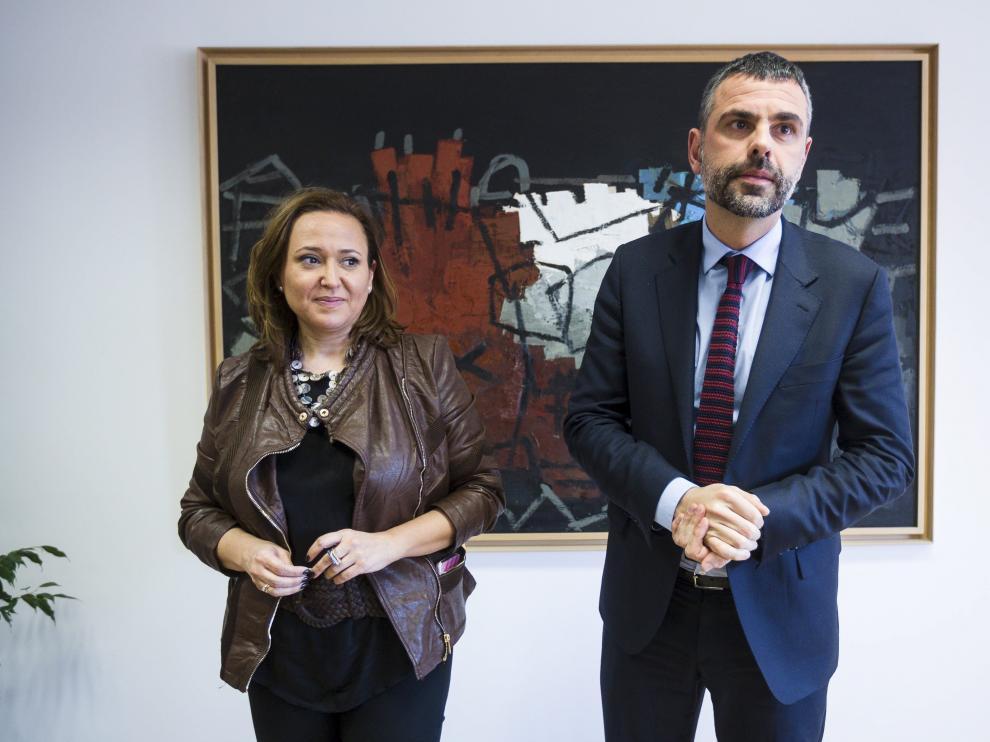 Santi Vila, en una reunión con la consejera aragonesa Mayte Pérez en 2016.