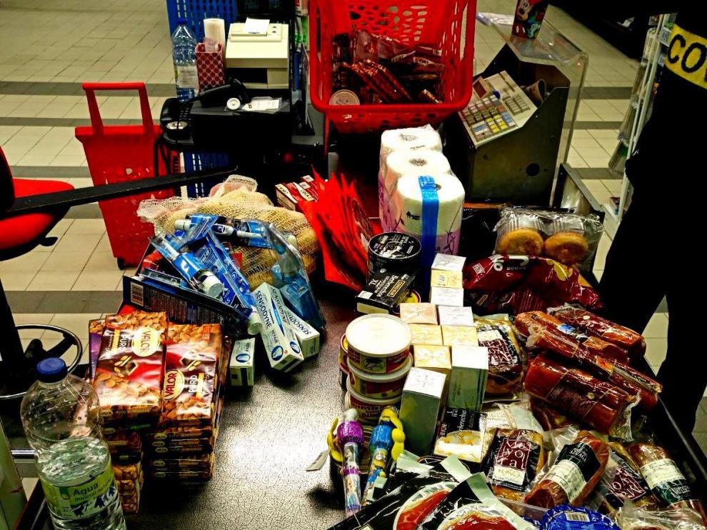 Los productos preferidos de los ladrones son el jamón, los ahumados, quesos, bonito, las bebidas alcohólicas caras, como Moët&Chandon, colonias y pequeños electrodomésticos.