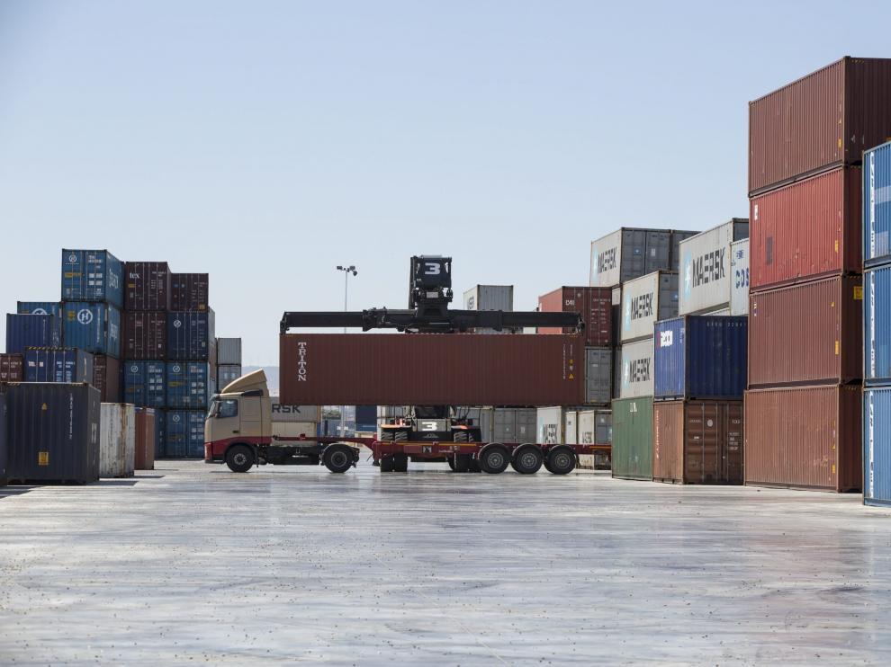Las exportaciones, potenciadas por la mejora del entorno exterior, hacen prever mayor crecimiento.