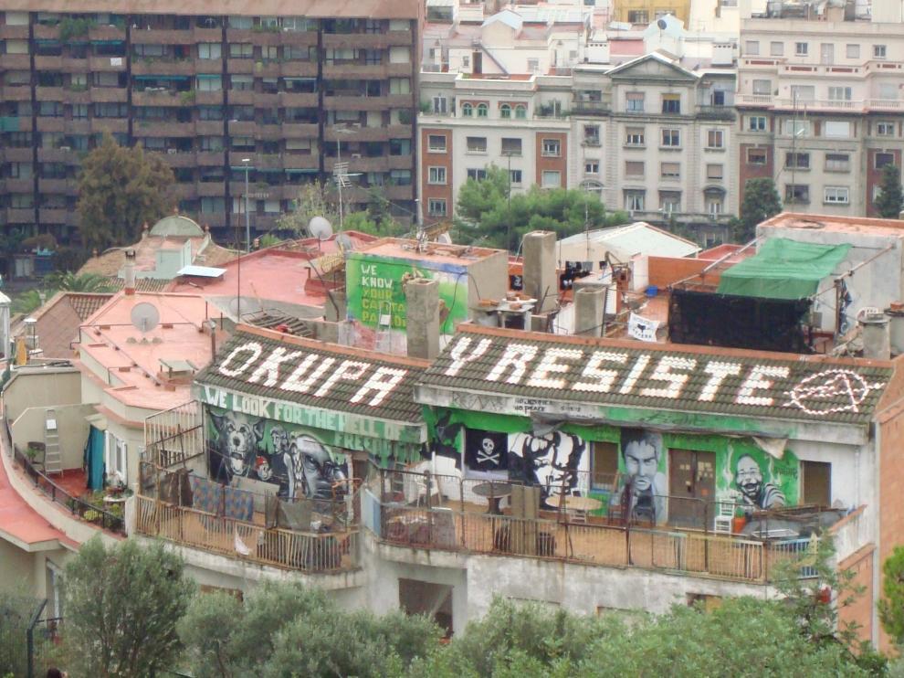 Imagen de una casa okupa en Barcelona.