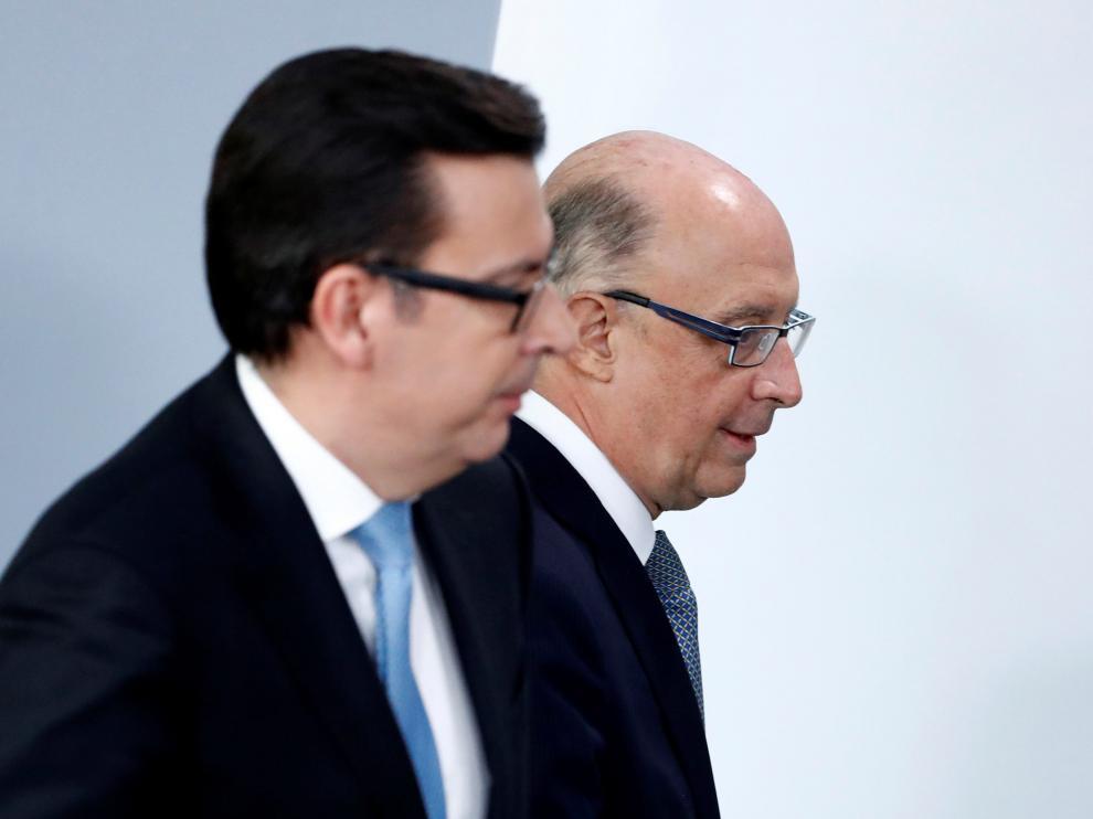El ministro de Economia, Román Escolano, y el de Hacienda, Cristóbal Montoro.