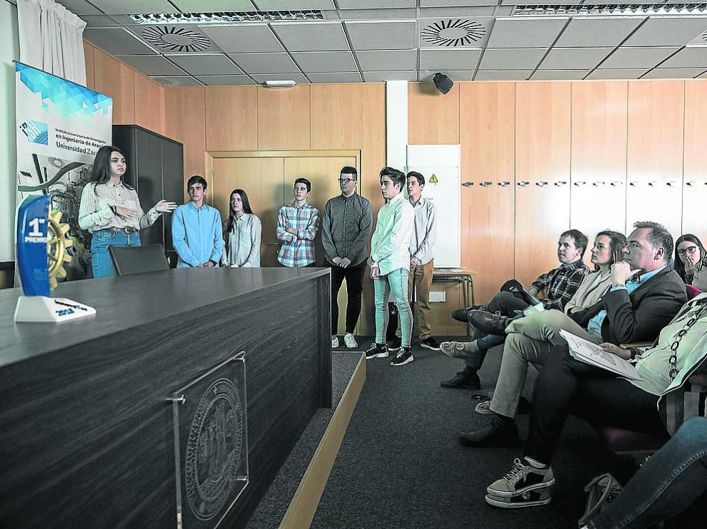 Alumnos de Salesianos presentan su proyecto sobre centrales solares en África.