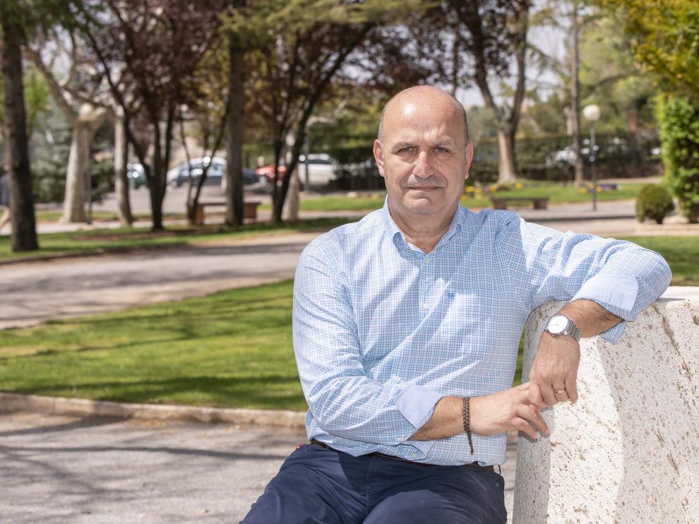 Carlos Ranera, en un parque de Teruel.