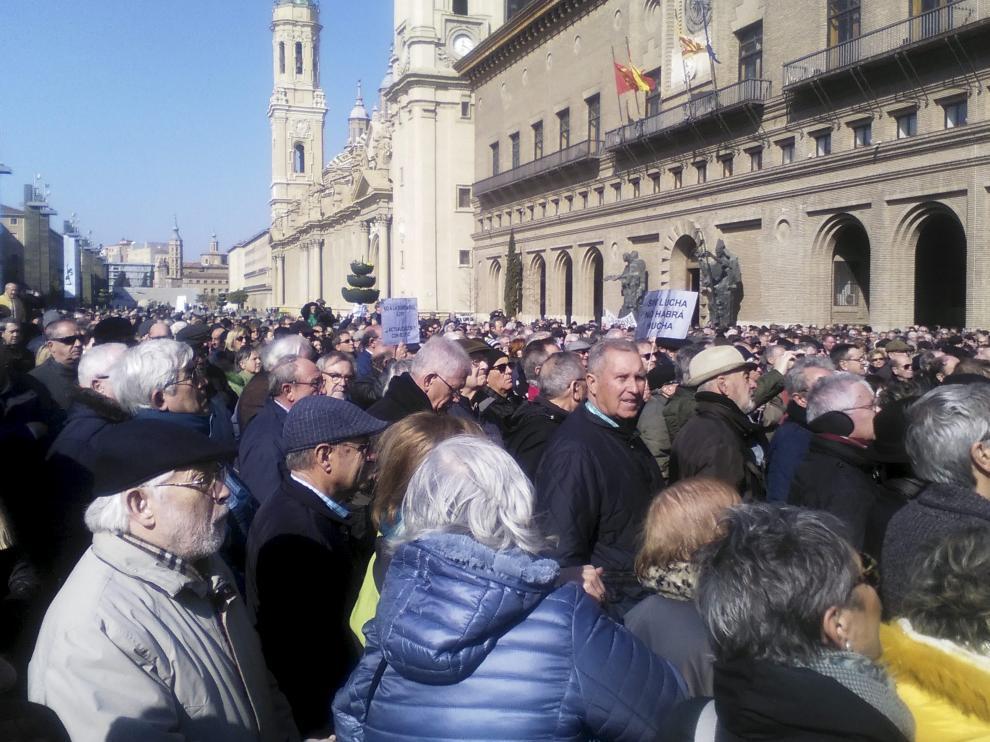 Concentración de pensionistas en la plaza del Pilar el pasado mes de febrero.