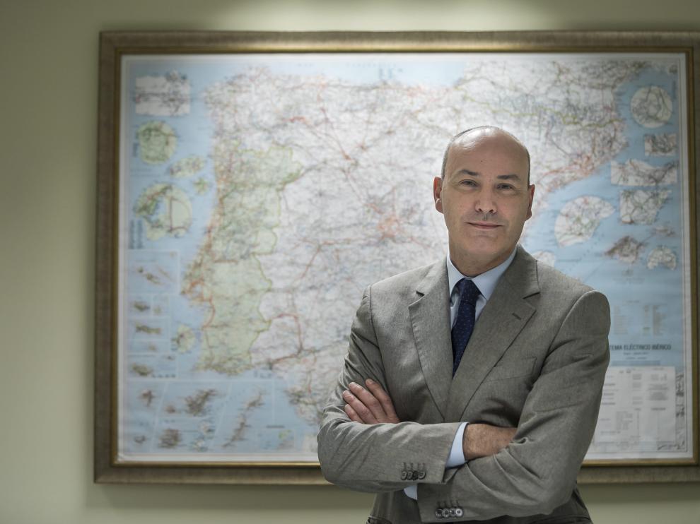 El delegado de REEen Aragón, José Ignacio Lallana, en la sede de Zaragoza, este miércoles.