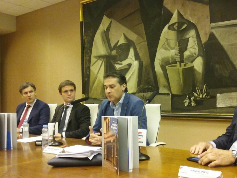 Luis Pastor (Grant Thornton), Antonio Martínez (Ibercaja), Fernando Rodrigo (Universidad de Zaragoza) y Manuel Pérez Alconchel (Tecnara), en la presentación del número 64 de la revista 'Economía Aragonesa'.