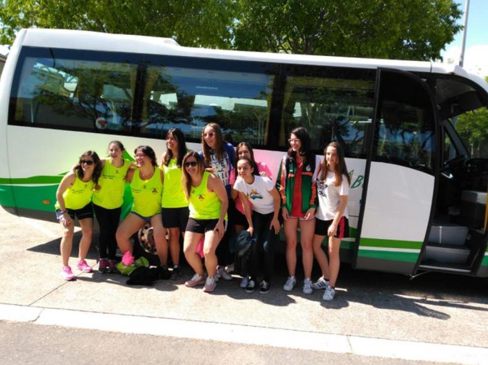 Las jugadoras del Proa Construye, antes de partir a Castellón.