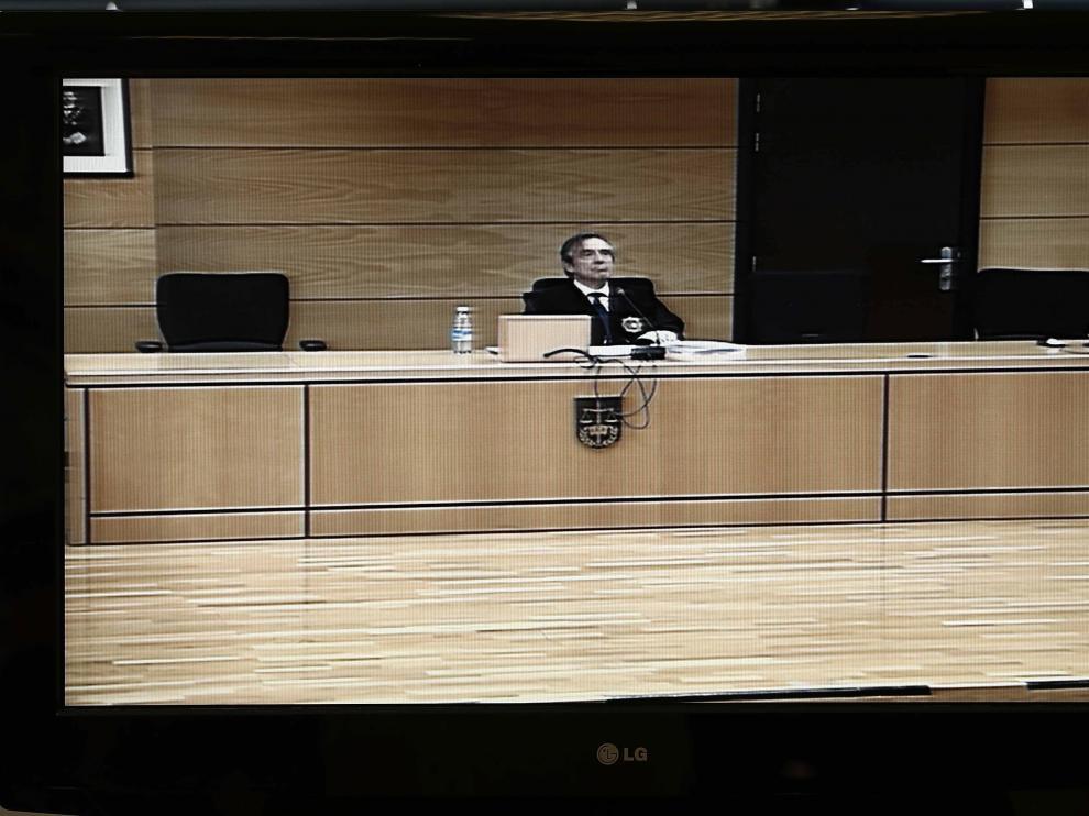 Un monitor instalado en la sala de prensa del Palacio de Justicia de Navarra.