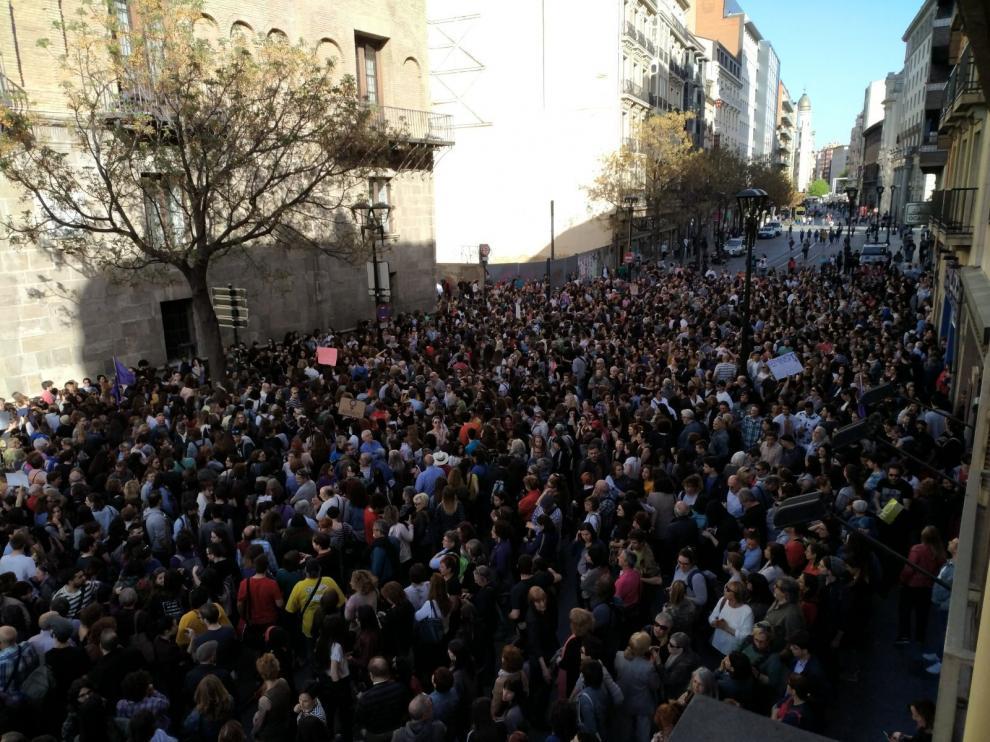 Concentración a las puertas del TSJA para protestar por la sentencia de La Manada
