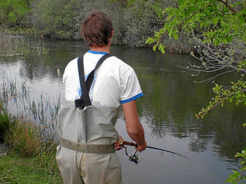 Las numerosas consultas sobre pesca en el Alto Gállego motiva la edición de un folleto