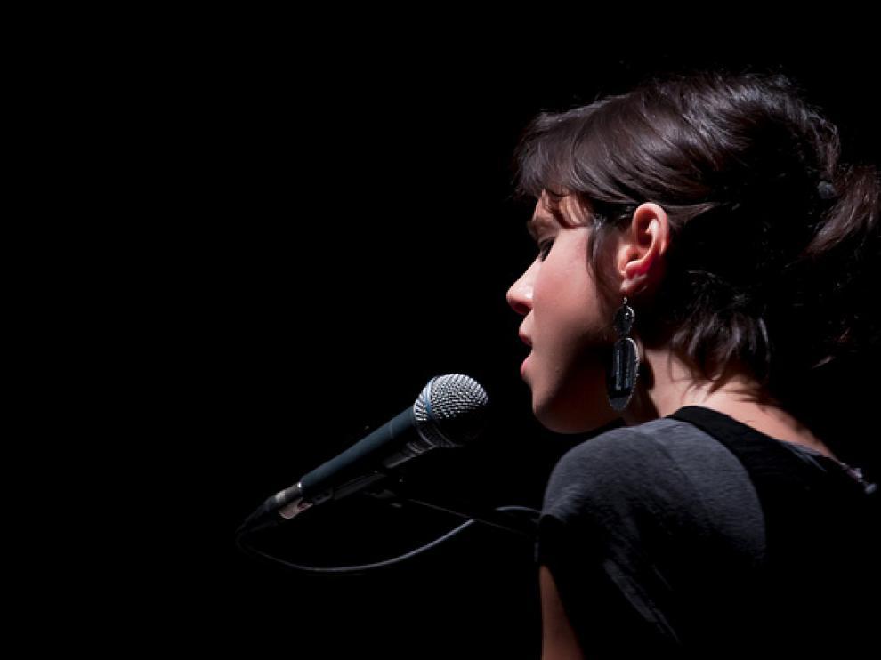 Los hombres prefieren voces femeninas agudas y susurrantes