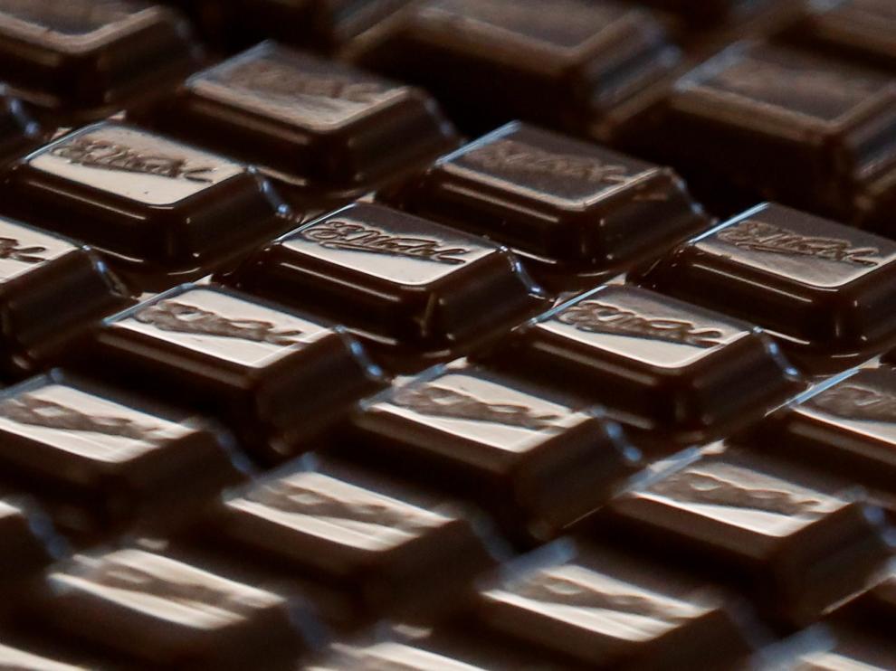 El estudio se realizó con 30 participantes a los que se les pidió que comieran chocolate con leche u oscuro.