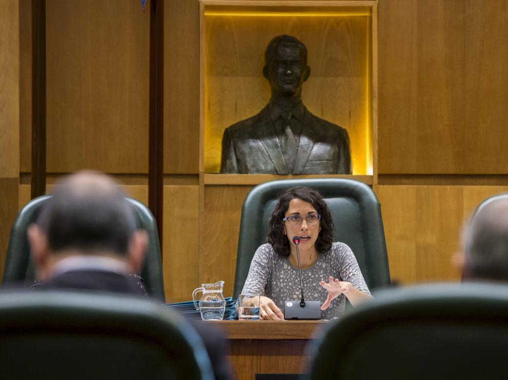 La concejal de Participación, Elena Giner, se reunió este jueves con los alcaldes de barrio. En la imagen, durante una comisión de su área.