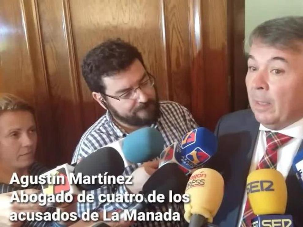 """El abogado de La Manada pide calma a """"políticos surferos"""" que buscan votos"""