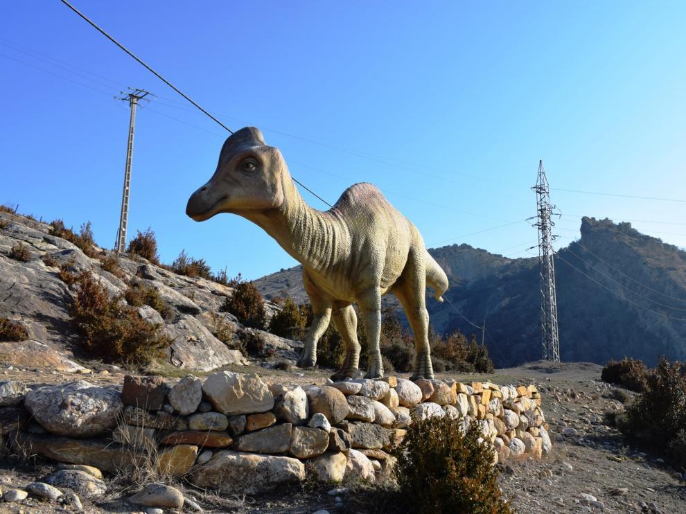 Reproducción de un dinosaurio en las afueras de Arén.