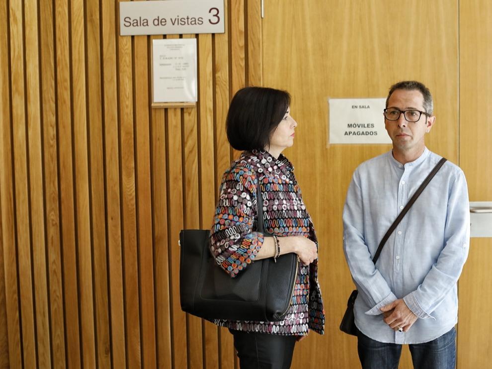 El acusado, Francisco Canela Grima, momentos antes de comenzar el juicio en la Audiencia de Zaragoza.