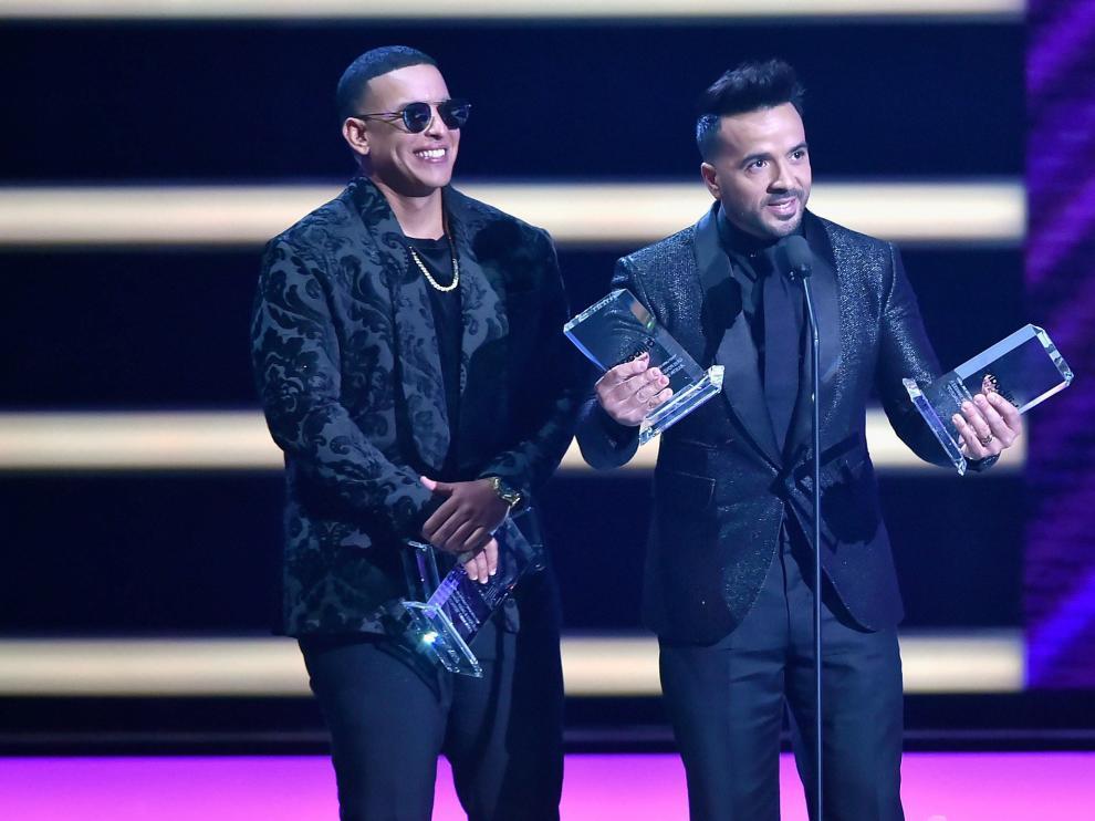 Luis Fonsiy y Daddy Yankee en los premios Billboard latinos