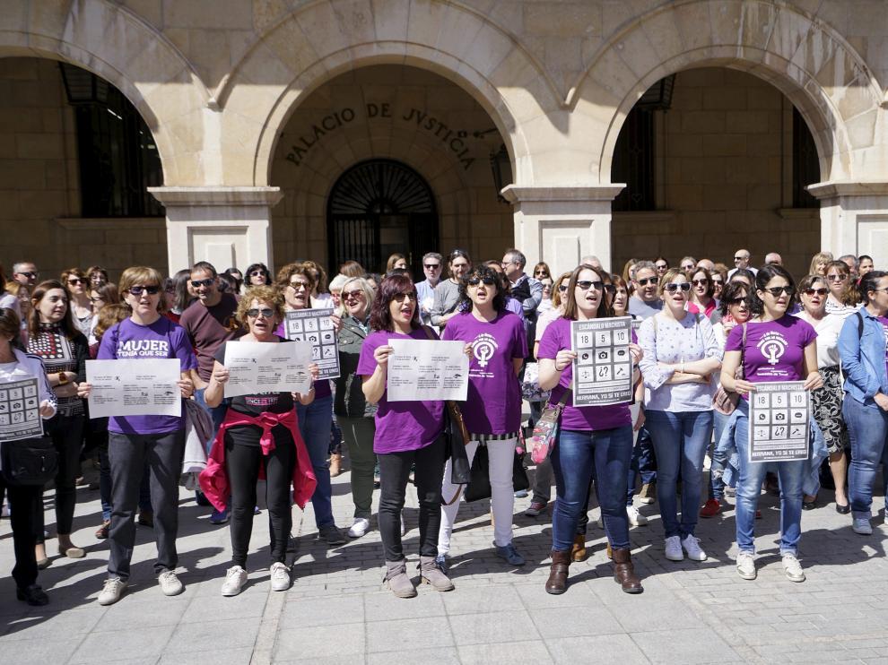 Concentración en Teruel contra la sentencia a los miembros de La Manada