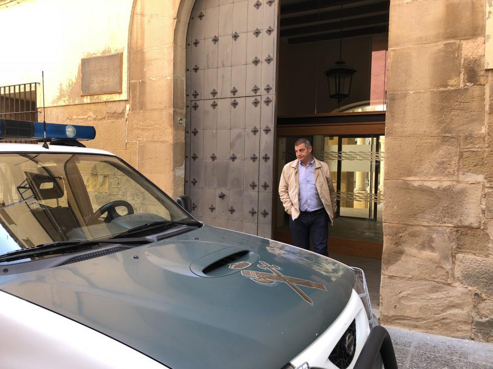 El capitán de Alcañiz, ayer, saliendo de los Juzgados después de declarar durante tres horas.