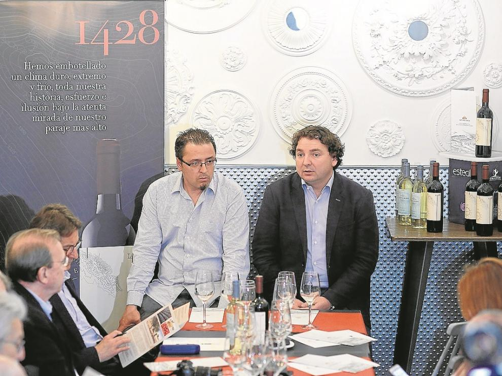 Manuel Cristóbal y Jesús Abad, durante la presentación del vino tinto 1428.