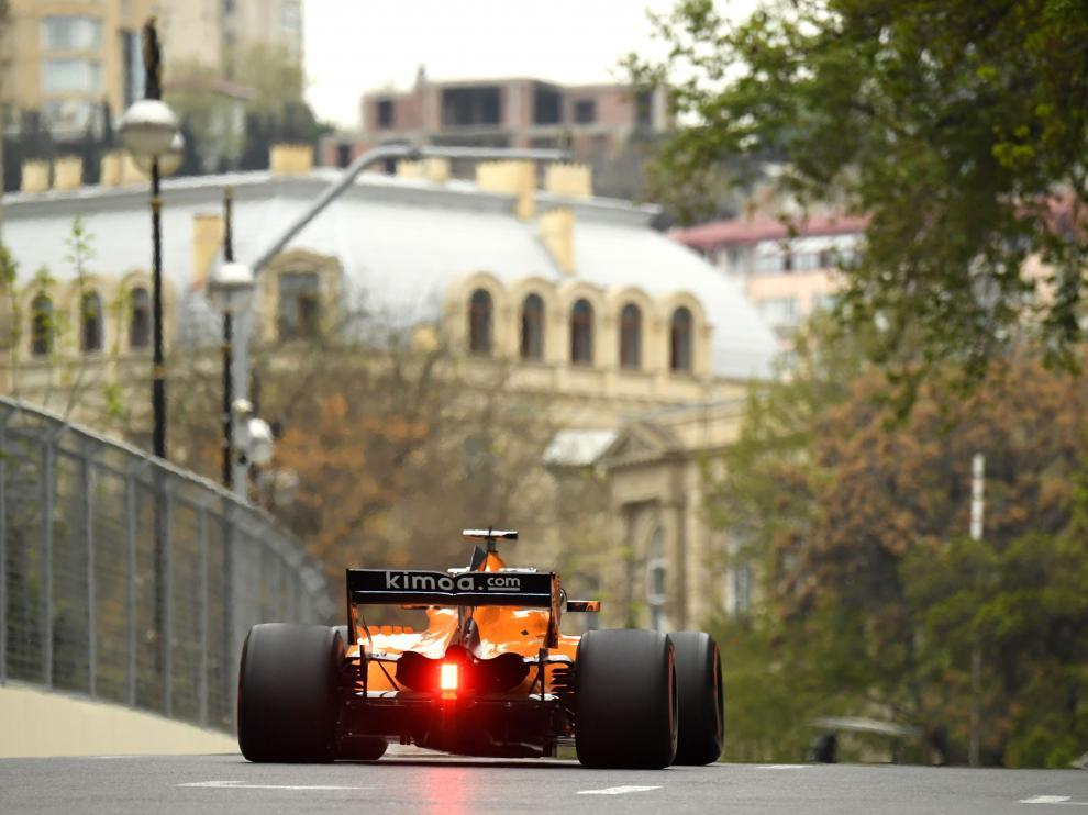 Fernando Alonso durante los entrenamientos del Gran Premio de Azerbaiyán.