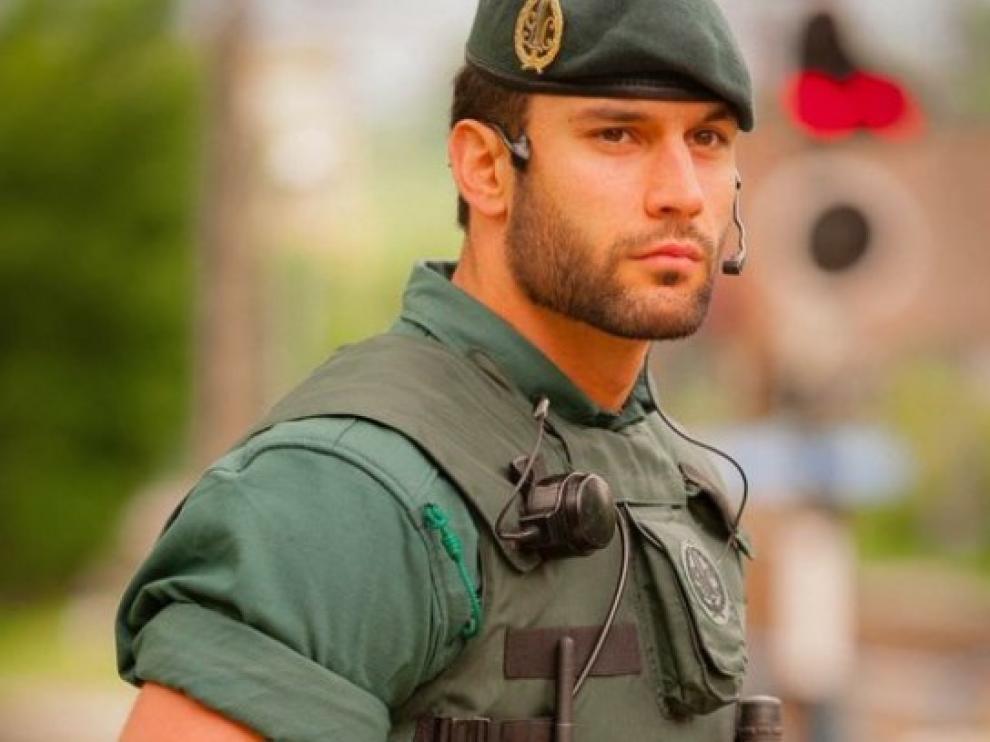 El agente Pérez Díez, en la imagen que dio la vuelta al mundo.