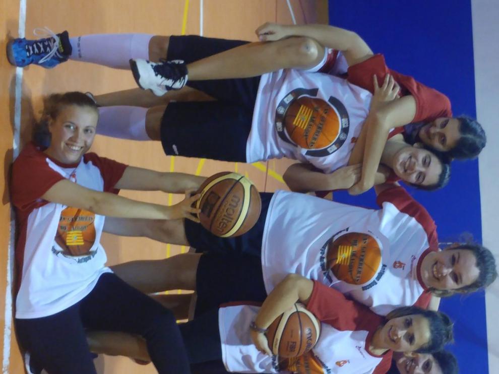 Las jugadoras de la escuela para adultos del Antiguo Boscos.