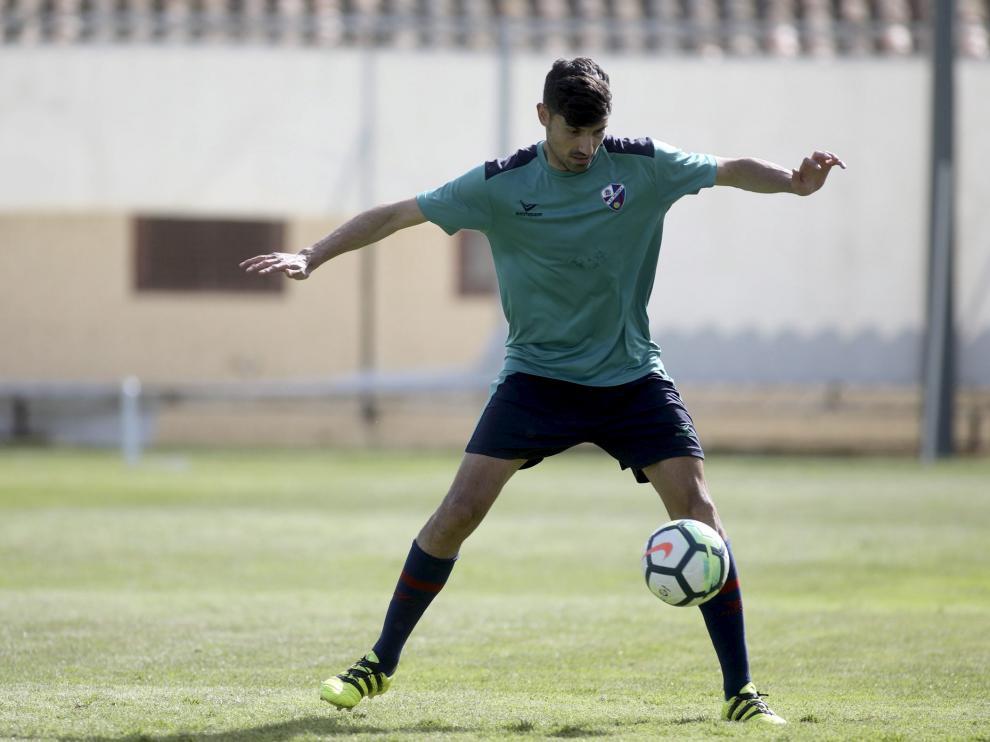 Juan Aguilera, en la imagen durante un entrenamiento de esta semana, apunta a la titularidad tras superar una pequeña lesión muscular.
