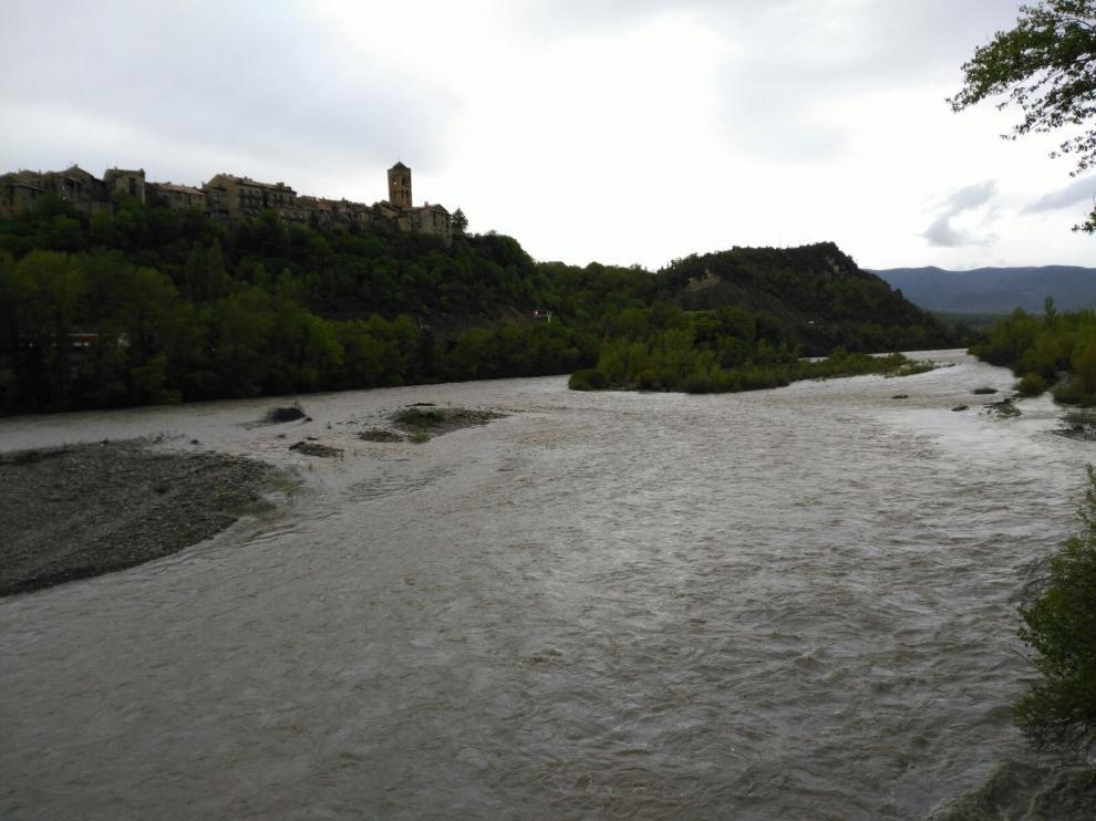 Imagen de archivo del río Cinca a su paso por Aínsa.