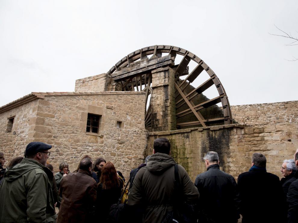 La noria, con sus 16 metros de diámetro, es la joya del complejo y la que da nombre al monumento
