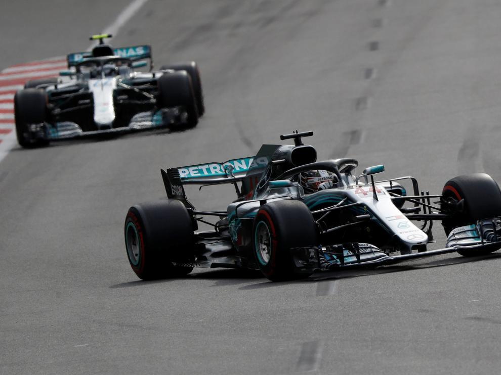Hamilton durante el transcurso del GP de Azerbaiyán.