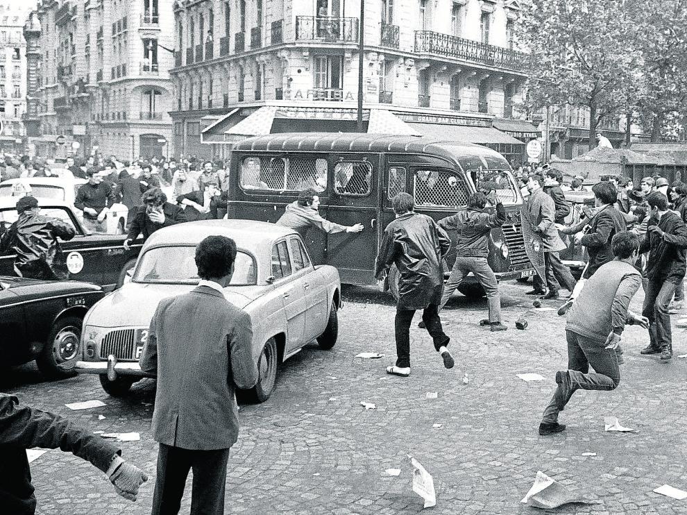 Enfrentamientos, el 2 de mayo, en el Boulevard Saint Germain