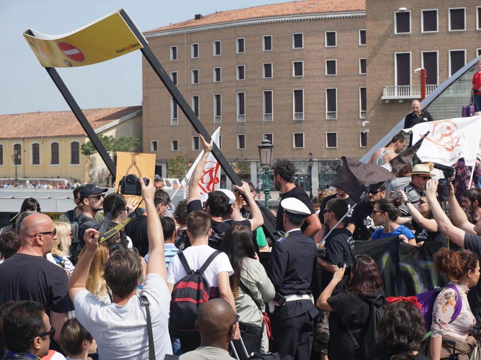 Protestas registradas este domingo en Venecia.