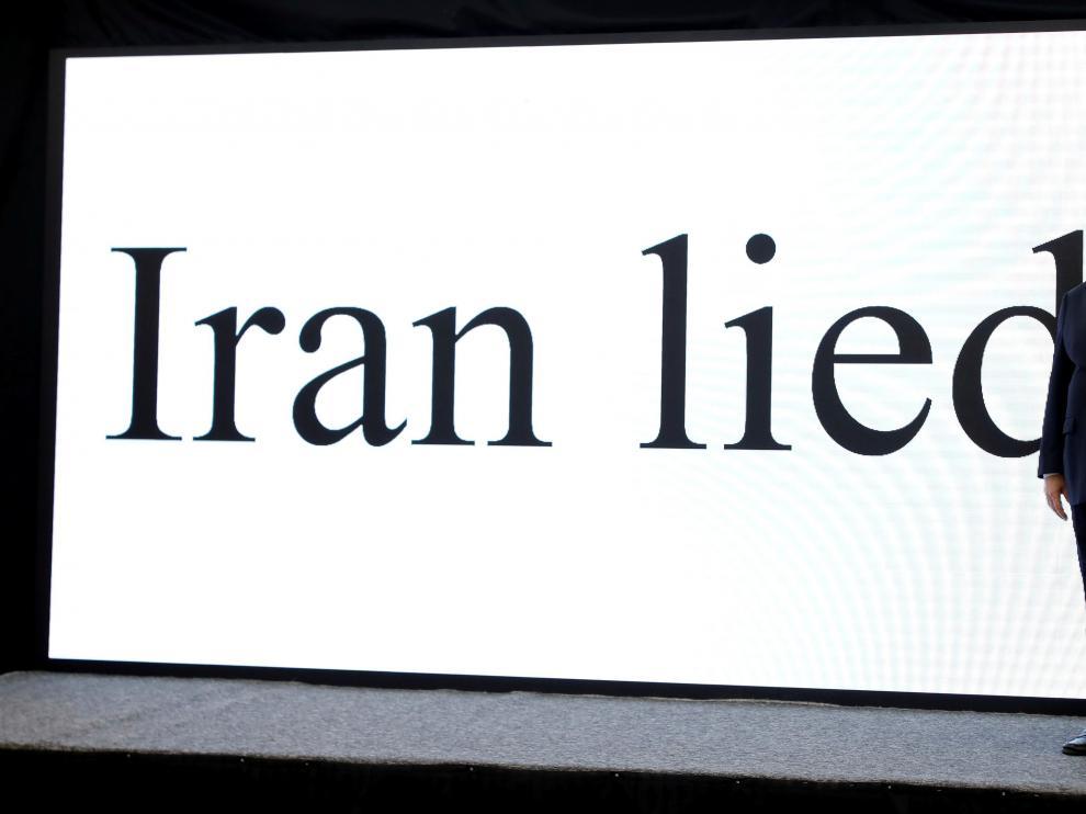 """Netanyahu, este lunes, ante una pantalla que dice """"Irán miente""""."""